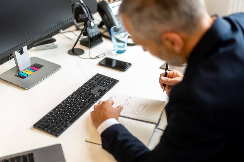 Akribische Recherche Schauz HR